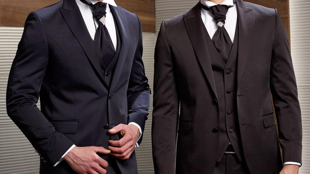 How to Dress for the Office Christmas Party