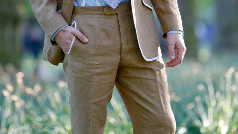 Pantalon sur mesure vs sur demi-mesure : quelles différences?