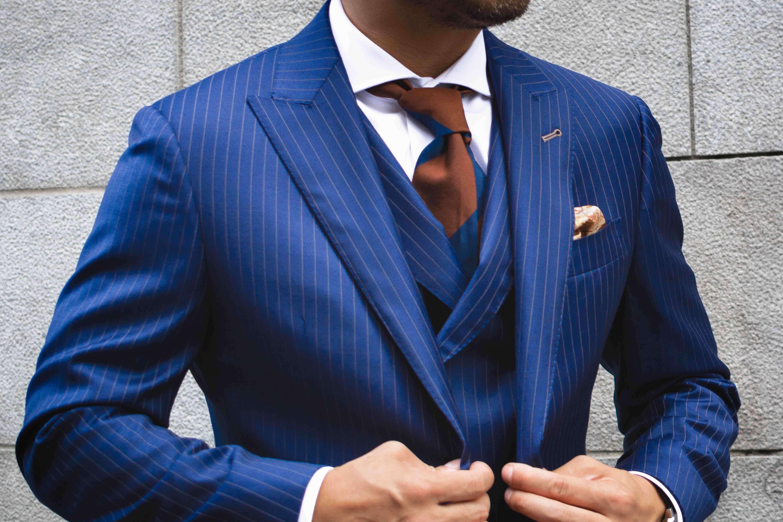 Laine ou  Polyester? Ce que vous devez connaître à propos des costumes en laine versus en polyester